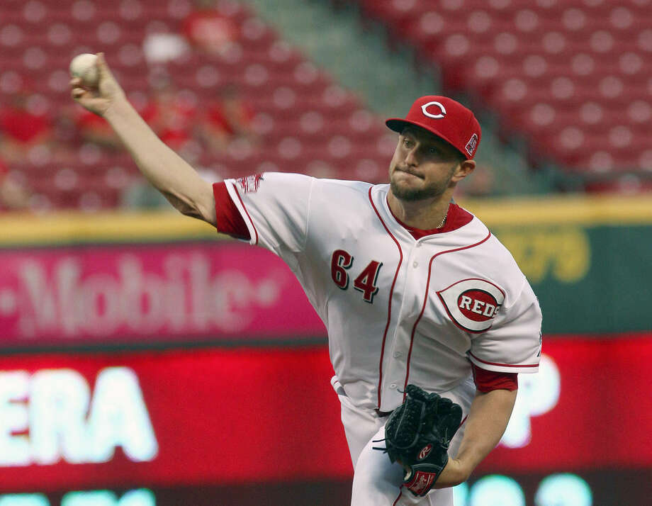 Cincinnati Reds Josh Smith pitches against the New York Mets in the first inning of their baseball game in Cincinnati, Thursday, Sept. 24, 2015. (AP Photo/Tom Uhlman)