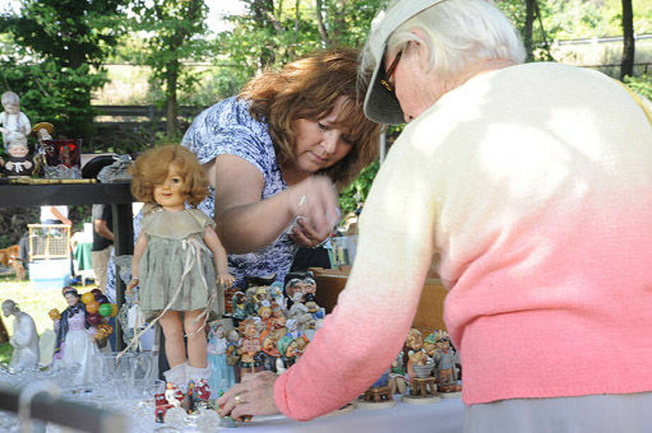 The 8th old fashioned flea market held on the grounds at Mathews Park in Norwalk on Sunday. Hour photo/Matthew Vinci