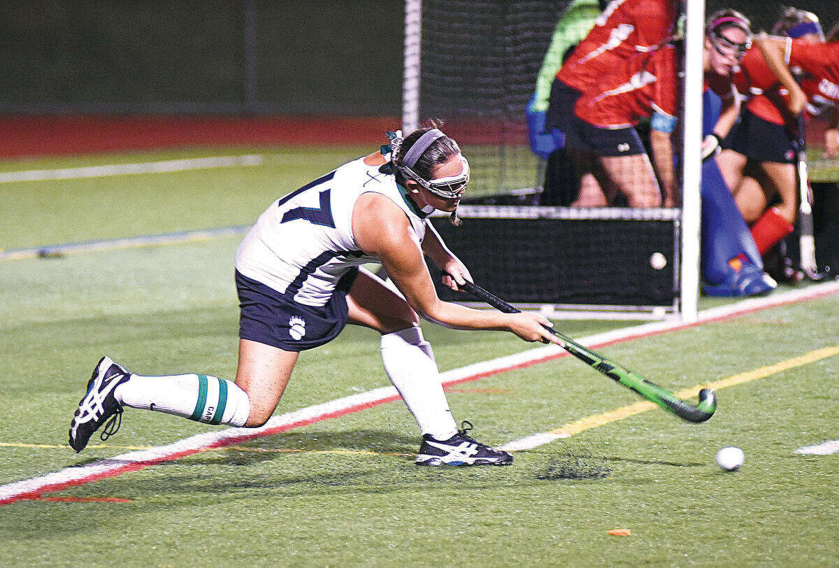Hour photo/John Nash - Norwalk's Alex Whalen (17) inserts the ball to a teammate during a penalty corner in the first half of Monday's FCIAC field hockey game against Greenwich at Testa Field in Norwalk. The host Bears won the game, 2-0.