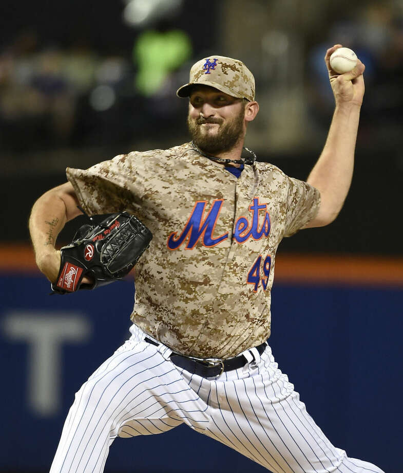 New York Mets starter Jonathon Niese pitches against the Atlanta Braves in the first inning of a baseball game, Monday, Sept. 21, 2015, in New York. (AP Photo/Kathy Kmonicek)