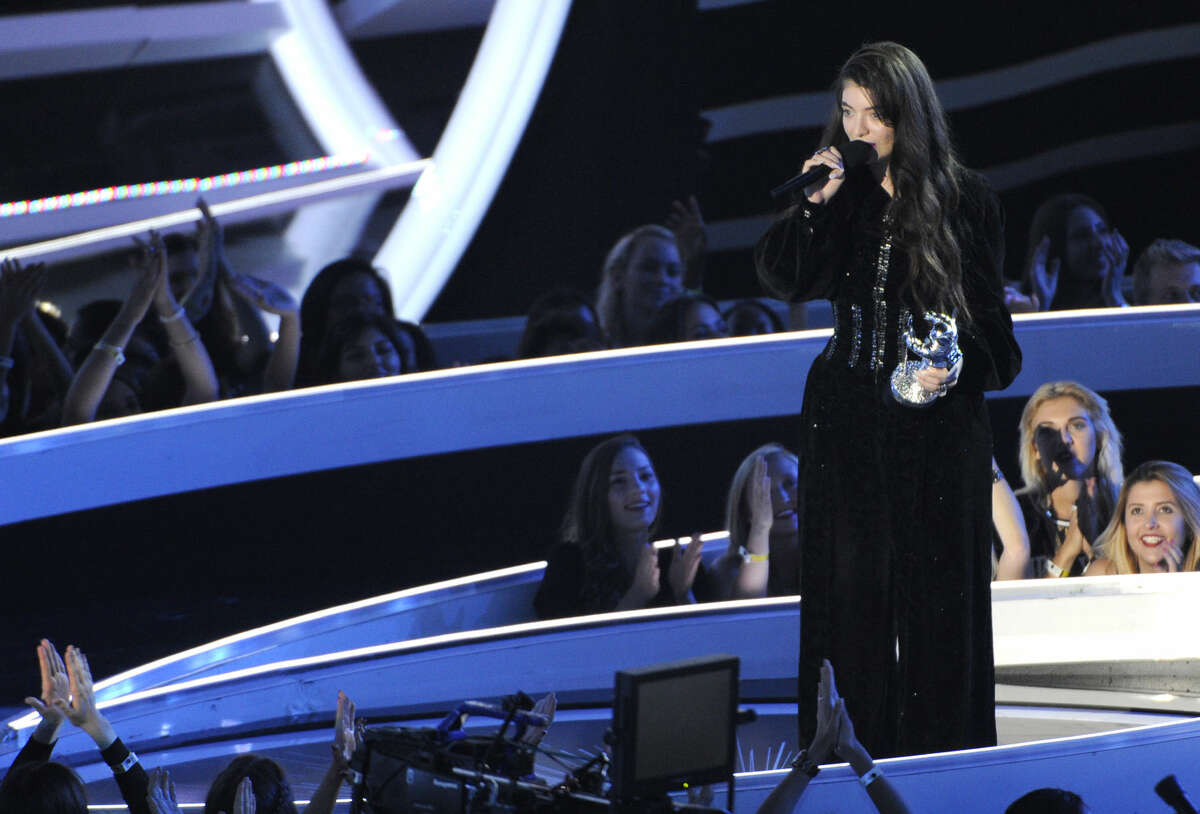 Lorde accepts the Best Rock Video award at the MTV Video Music Awards at The Forum on Sunday, Aug. 24, 2014, in Inglewood, Calif. (Photo by Chris Pizzello/Invision/AP)