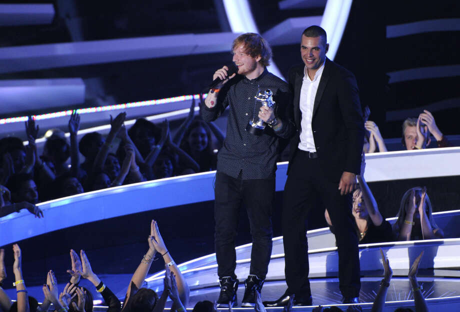 Ed Sheeran, left, accepts the award for Best Male Video with Emil Nava at right during the MTV Video Music Awards at The Forum on Sunday, Aug. 24, 2014, in Inglewood, Calif. Looking on from right Emil Nava. (Photo by Chris Pizzello/Invision/AP)