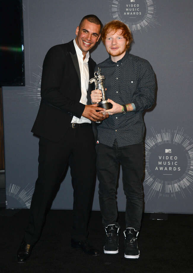 Emil Nava, left, and Ed Sheeran pose with the award for Best Male Video Award in the press room at the MTV Video Music Awards at The Forum on Sunday, Aug. 24, 2014, in Inglewood, Calif. (Photo by Jordan Strauss/Invision/AP)