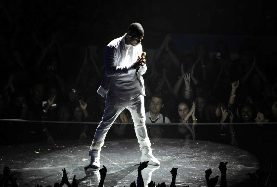 Usher performs at the MTV Video Music Awards at The Forum on Sunday, Aug. 24, 2014, in Inglewood, Calif. (Photo by Chris Pizzello/Invision/AP)