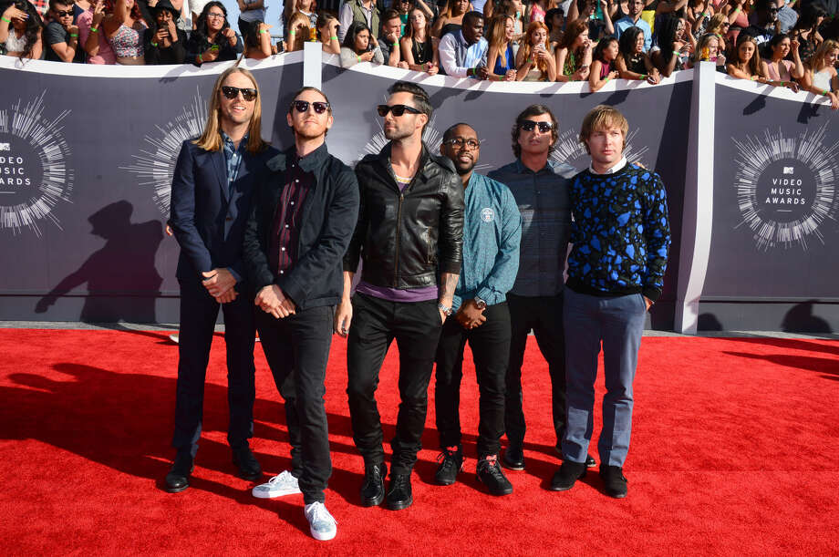 Maroon 5 arrives at the MTV Video Music Awards at The Forum on Sunday, Aug. 24, 2014, in Inglewood, Calif. (Photo by Jordan Strauss/Invision/AP)