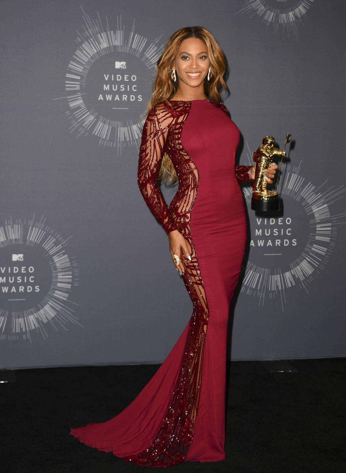 Beyonce poses with her Video Vanguard Award in the press room at the MTV Video Music Awards at The Forum on Sunday, Aug. 24, 2014, in Inglewood, Calif. (Photo by Jordan Strauss/Invision/AP)