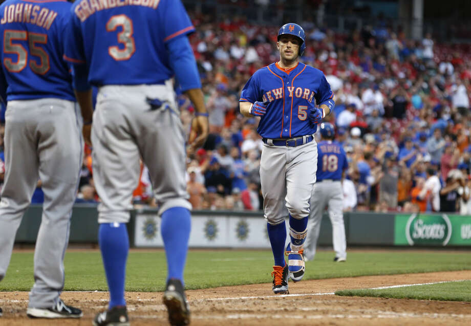 New York Mets' David Wright (5) runs towards home plate after hitting a three-run home run in the ninth inning of a baseball game against the Cincinnati Reds, Saturday, Sept. 26, 2015, in Cincinnati. The Mets won 10-2 to clinch the NL East title. (AP Photo/Aaron Doster)