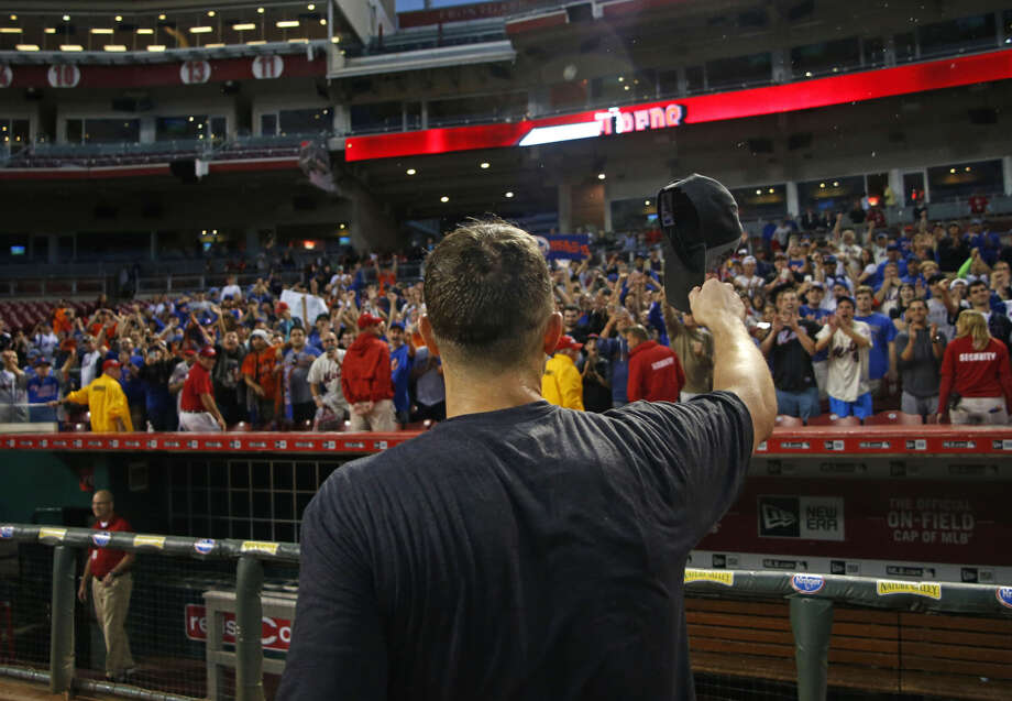 New York Mets' David Wright acknowledges the fans after the clinching the NL East title following their 10-2 win over the Cincinnati Reds in a baseball game, Saturday, Sept. 26, 2015, in Cincinnati. (AP Photo/Aaron Doster)