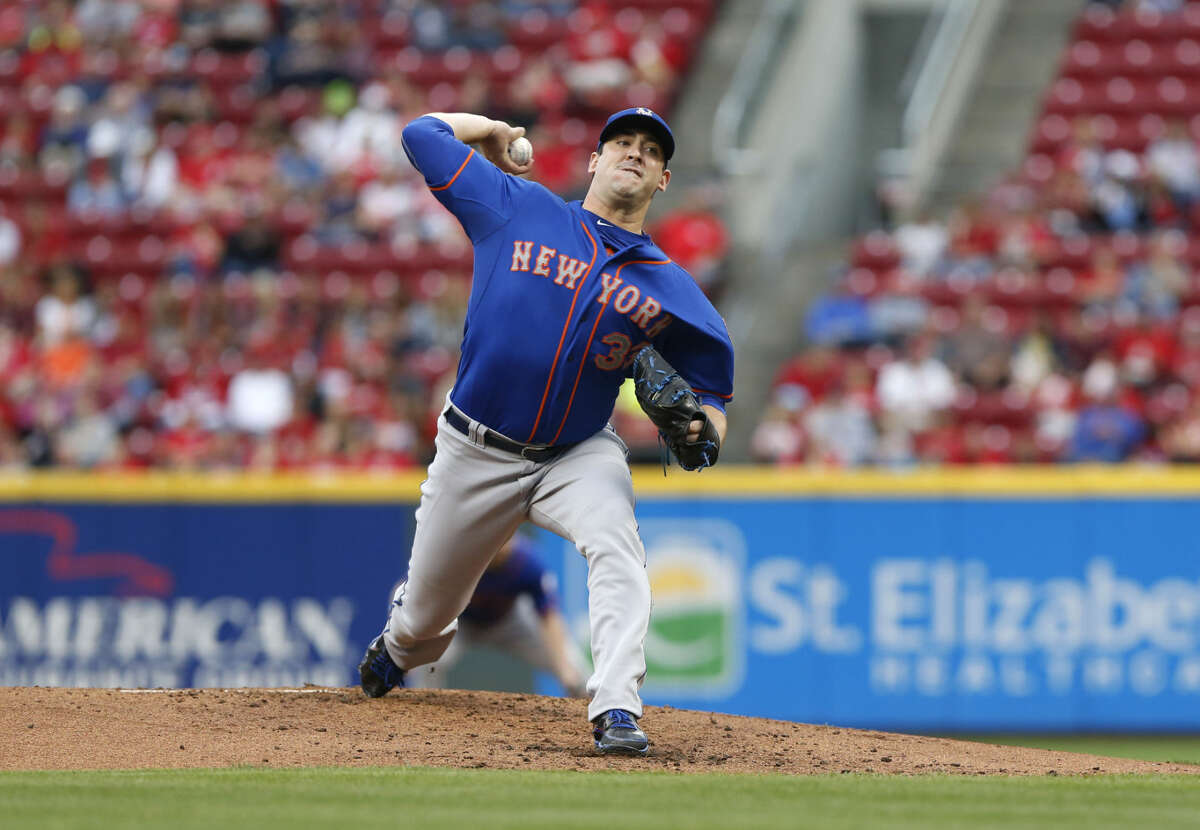 New York Mets starting pitcher Matt Harvey (33) delivers in the first inning of a baseball game against the Cincinnati Reds, Saturday, Sept. 26, 2015, in Cincinnati. (AP Photo/Aaron Doster)