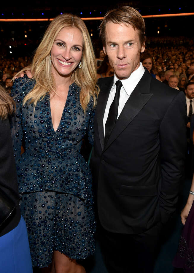 IMAGE DISTRIBUTED FOR THE TELEVISION ACADEMY - EXCLUSIVE - Julia Roberts, left, and Daniel Moder pose at the 66th Primetime Emmy Awards at the Nokia Theatre L.A. Live on Monday, Aug. 25, 2014, in Los Angeles. (Photo by John Shearer/Invision for the Television Academy/AP Images)