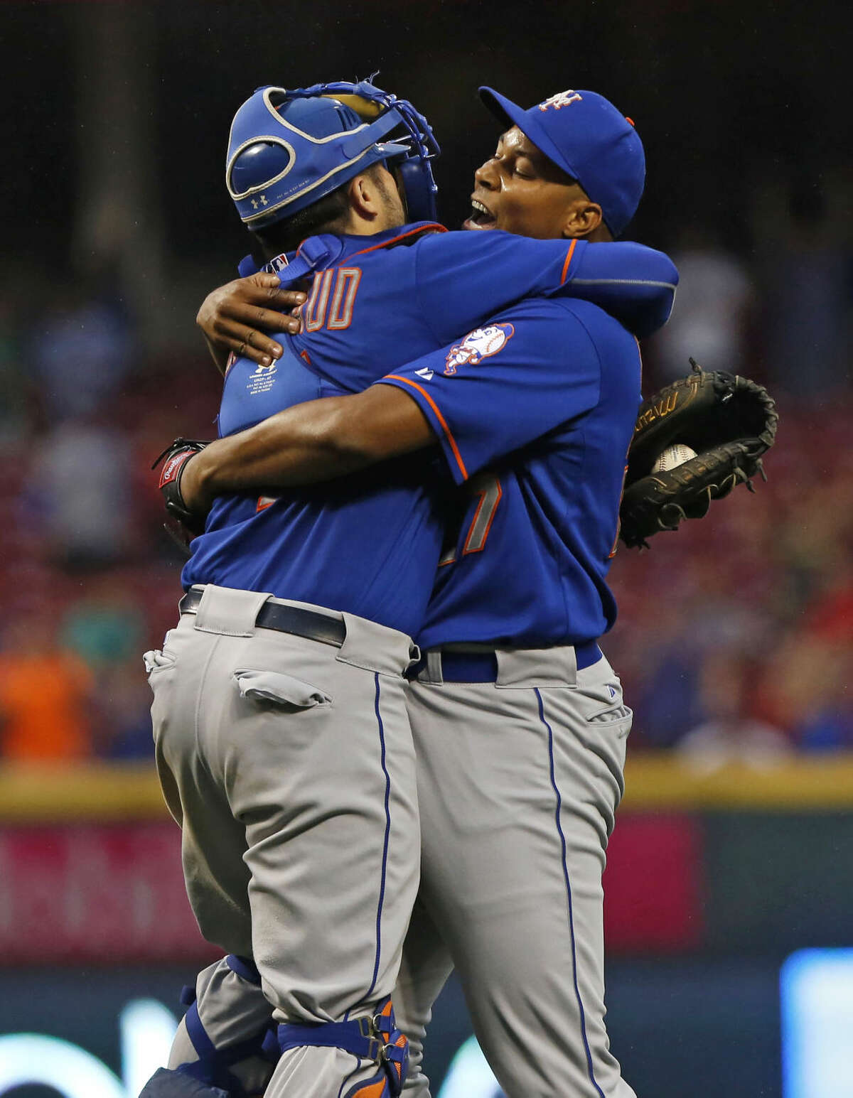 New York Mets relief pitcher Jeurys Familia, right, celebrates with catcher Travis d'Arnaud after the Mets clinched the NL East with a 10-2 win over the Cincinnati Reds in a baseball game, Saturday, Sept. 26, 2015, in Cincinnati. (AP Photo/Aaron Doster)