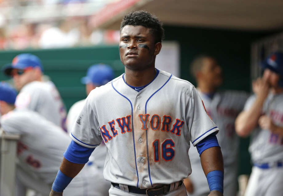 New York Mets second baseman Dilson Herrera prepares to take the field in the eighth inning of a baseball game against the Cincinnati Reds, Sunday, Sept. 27, 2015, in Cincinnati. The Mets won 8-1. (AP Photo/Aaron Doster)