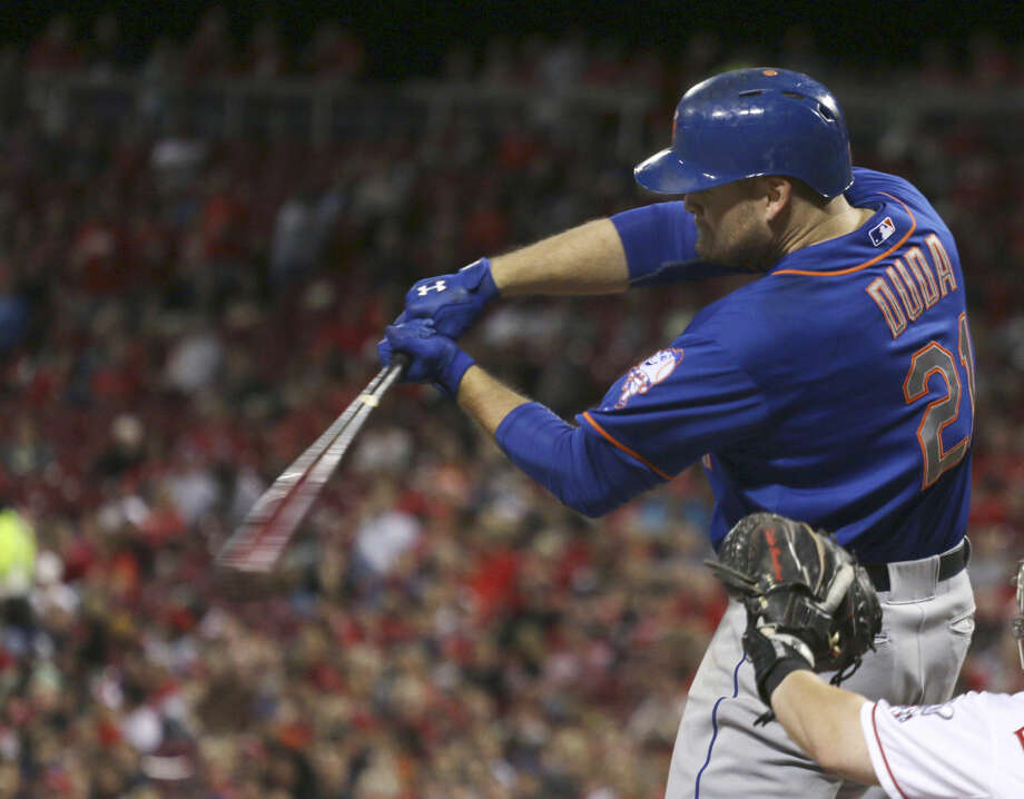 New York Mets' Lucas Duda hits a three-run home run against the Cincinnati Reds during the seventh inning of a baseball game in Cincinnati, Friday, Sept. 25, 2015. (AP Photo/Tom Uhlman)