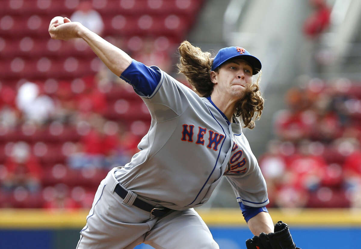New York Mets starting pitcher Jacob deGrom throws a pitch in the first inning of a baseball game against the Cincinnati Reds, Sunday, Sept. 27, 2015, in Cincinnati. The Mets won 8-1. (AP Photo/Aaron Doster)