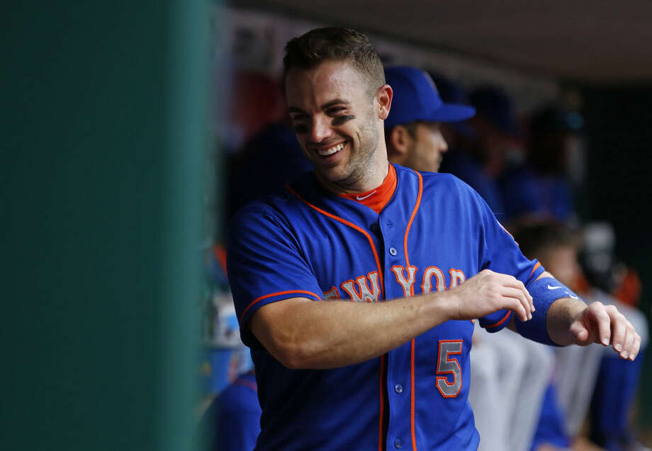 New York Mets third baseman David Wright (5) stretches in the dugout before a baseball game of the Cincinnati Reds against the New York Mets, Saturday, Sept. 26, 2015, in Cincinnati. The Mets won 10-2. (AP Photo/Aaron Doster)
