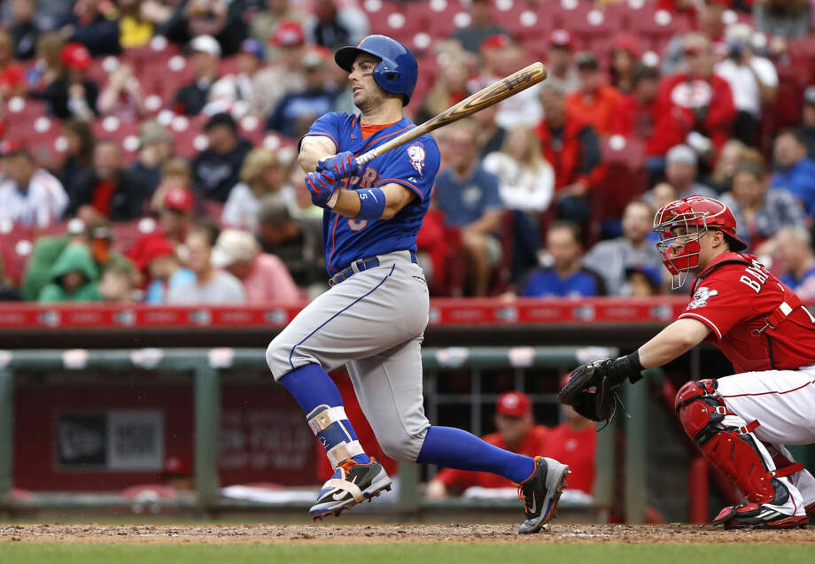 New York Mets third baseman David Wright (5) grounds out in the seventh inning of a baseball game against the Cincinnati Reds, Saturday, Sept. 26, 2015, in Cincinnati. The Mets won 10-2. (AP Photo/Aaron Doster)