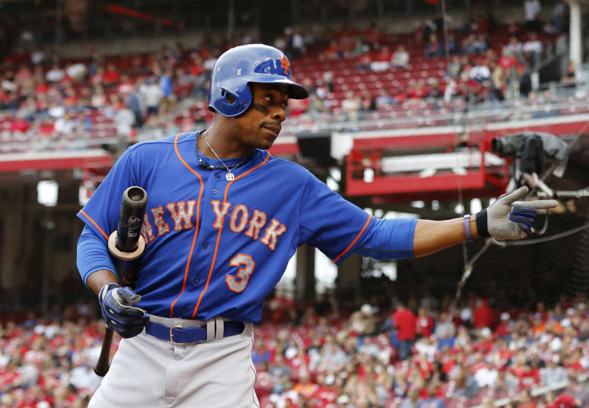 New York Mets right fielder Curtis Granderson (3) acknowledges a fan while standing in the on deck circle before a baseball game of the Cincinnati Reds against the New York Mets, Saturday, Sept. 26, 2015, in Cincinnati. The Mets won 10-2. (AP Photo/Aaron Doster)