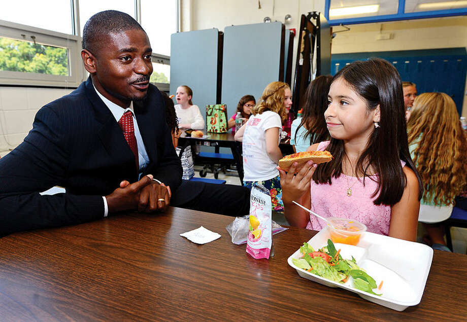 Hour photo / Erik Trautmann New Nathan Hale Middle School Principal Albert Sachy meets with 6th grade students at lunch including Trisha Lopez.