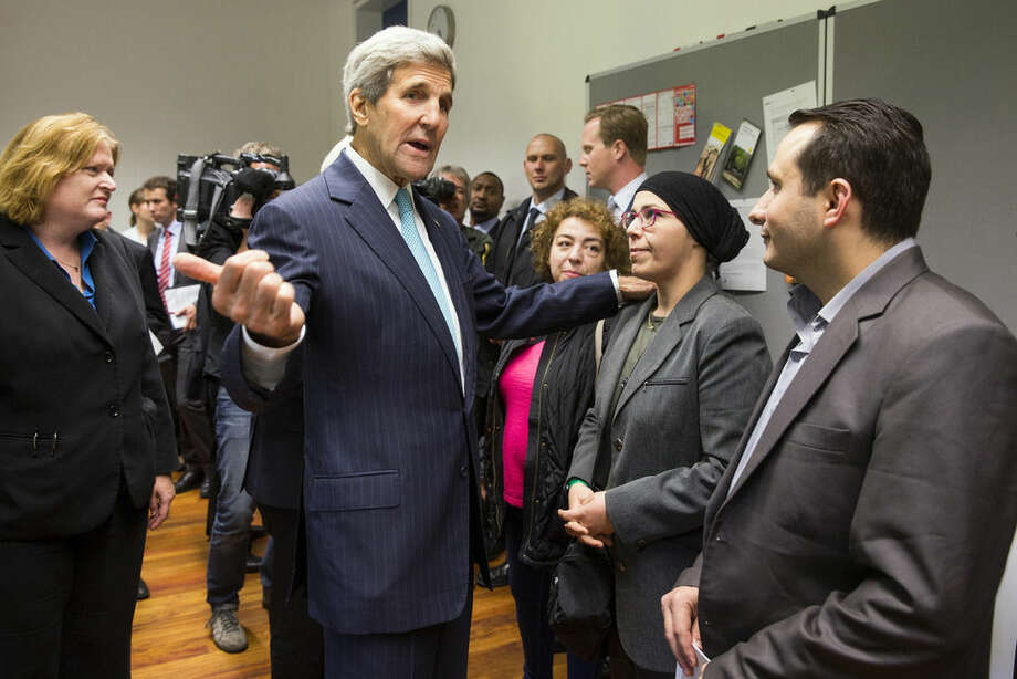 US Secretary of State John Kerry meets with refugees fleeing Syria, at Villa Borsig, on Sunday, Sept. 20, 2015, in Berlin. (AP Photo/Evan Vucci, Pool)