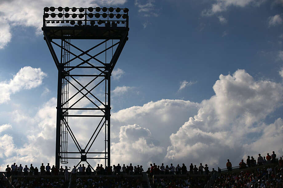 Spectators line the top of Louis Armstrong Stadium during the fourth round of the 2014 U.S. Open tennis tournament, Monday, Sept. 1, 2014, in New York. (AP Photo/John Minchillo)