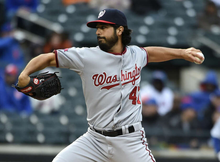 Washington Nationals starting pitcher Gio Gonzalez delivers against the New York Mets in the second inning of the first baseball game of a doubleheader, Saturday, Oct. 3, 2015, in New York. (AP Photo/Kathy Kmonicek)