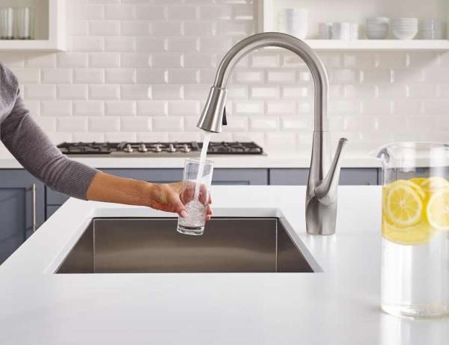 5 Reasons to Filter Your Drinking Water
