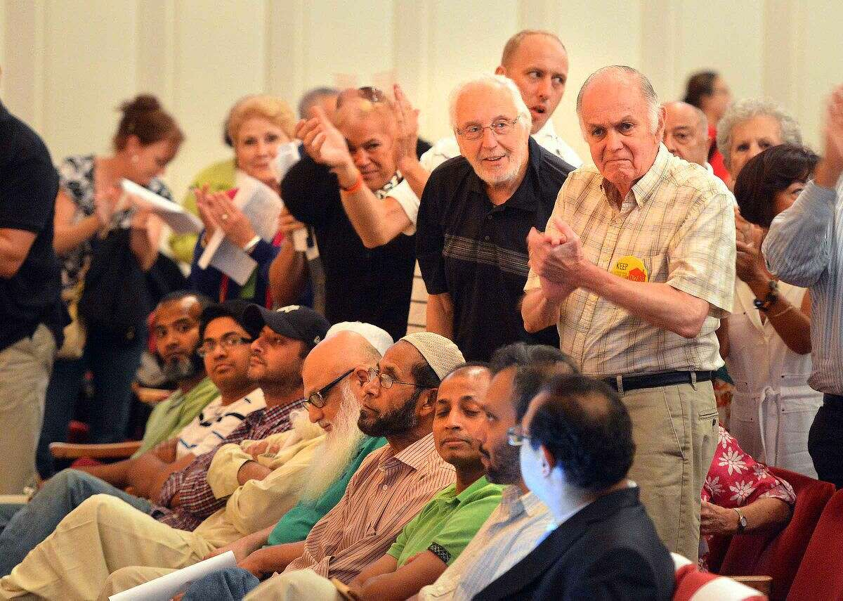 Hour Photo/Alex von Kleydorff Applause for speakers during the Norwalk Zoning Commission Public Hearing regarding the proposed Al Madany Islamic Center