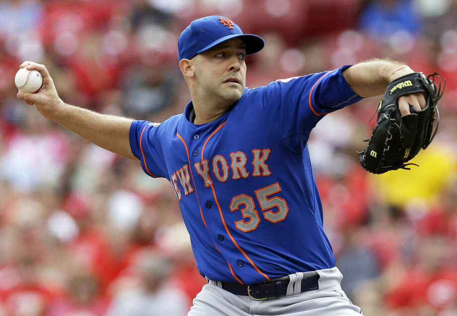 New York Mets starting pitcher Dillon Gee throws against the Cincinnati Reds in the first inning of a baseball game, Saturday, Sept. 6, 2014, in Cincinnati. (AP Photo/Al Behrman)