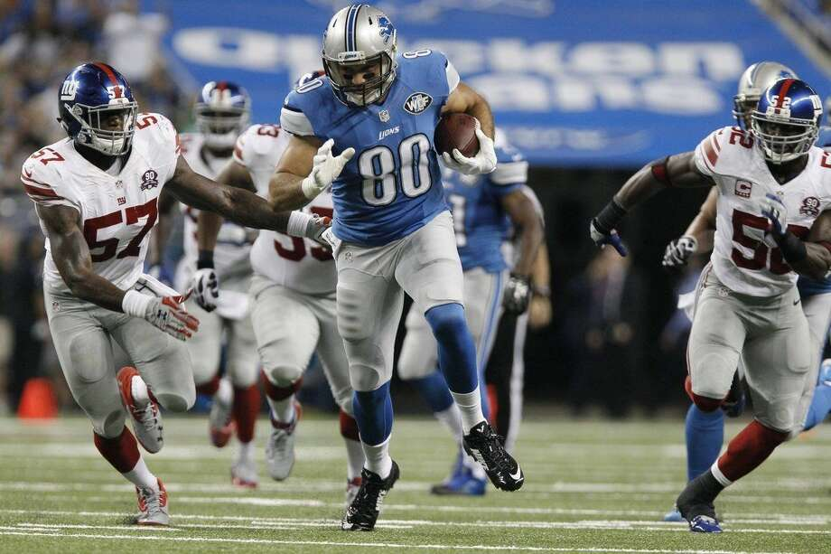 Detroit Lions tight end Joseph Fauria (80) breaks for a 26-yard run during the third quarter of an NFL football game against the New York Giants in Detroit, Monday, Sept. 8, 2014. (AP Photo/Duane Burleson)