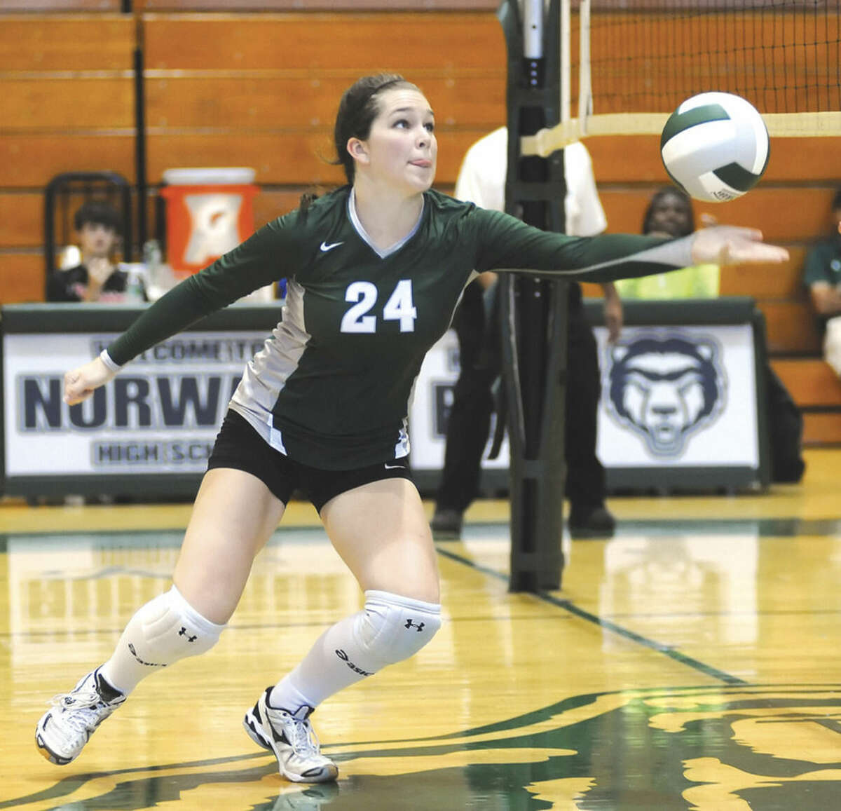 Hour photo/John Nash Norwalk's Tracey Morrell lunges to keep a ball alive during Wednesday's match against the New Canaan Rams at Scarso Gym in Norwalk.