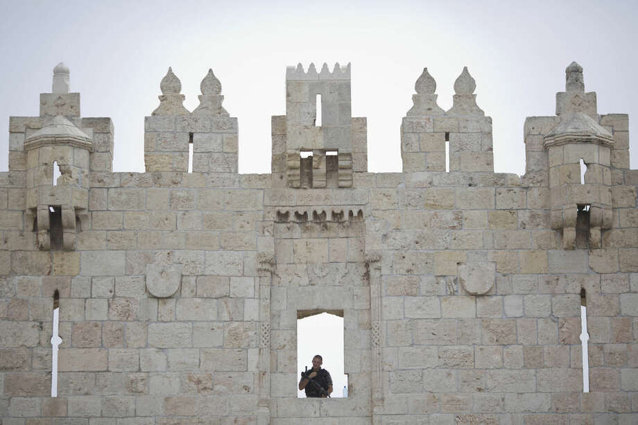 An Israeli border police officer guards at Damascus Gate of the Jerusalem's Old City ahead of Friday prayers, Friday, Oct. 23, 2015. For the first time in weeks of escalating violence, Israel allowed Muslims of all ages to enter Jerusalem's most sensitive holy site to perform Friday prayers in an apparent bid to ease tensions. (AP Photo/Ariel Schalit)