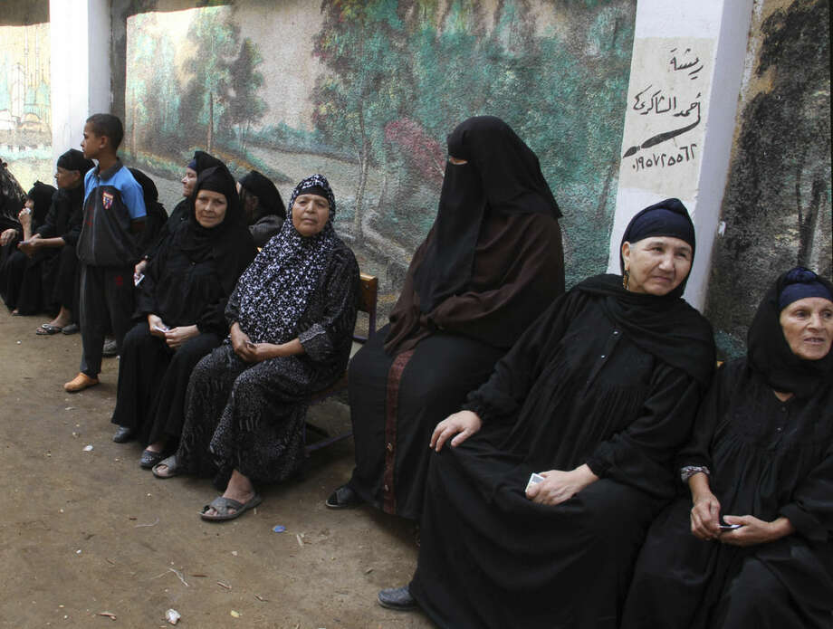 Egyptians wait to cast their votes outside a polling station during the first round of the parliamentary elections, in Giza, Cairo, Egypt, Sunday, Oct. 18, 2015. (AP Photo/Mohamed Asad)