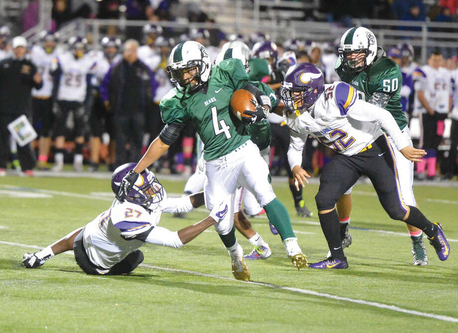 Hour Photo/Alex von Kleydorff Norwalks #4 Deandre Russell carries the ball vs Westhill