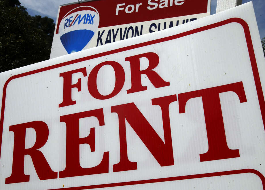 "FILE - This April 6, 2011 file photo shows a ""For Rent"" sign in front of a home in Los Angeles. The real estate firm Zillow reports on home rental prices in September 2015 on Tuesday, Oct. 27, 2015. (AP Photo/Reed Saxon, File)"