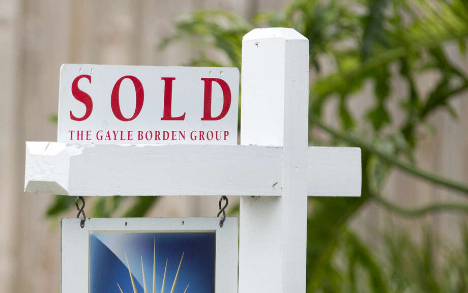 "FILE - In this July 22, 2015 file photo, a ""sold"" sign is posted outside a Harbor Beach neighborhood home in Fort Lauderdale, Fla. Standard & Poor's releases its 20-city home price index for August on Tuesday, Oct. 27, 2015. (AP Photo/Wilfredo Lee, File)"