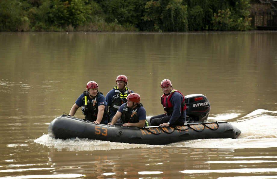 Austin firefighters search Lake Austin for a missing deputy who was swept away in a flood near Fritz Hughes Park on Thursday Sept. 18, 2014, in Austin, Texas. (AP Photo/Austin American-Statesman,Jay Jaqnner ) AUSTIN CHRONICLE OUT, COMMUNITY IMPACT OUT, INTERNET AND TV MUST CREDIT PHOTOGRAPHER AND STATESMAN.COM, MAGS OUT