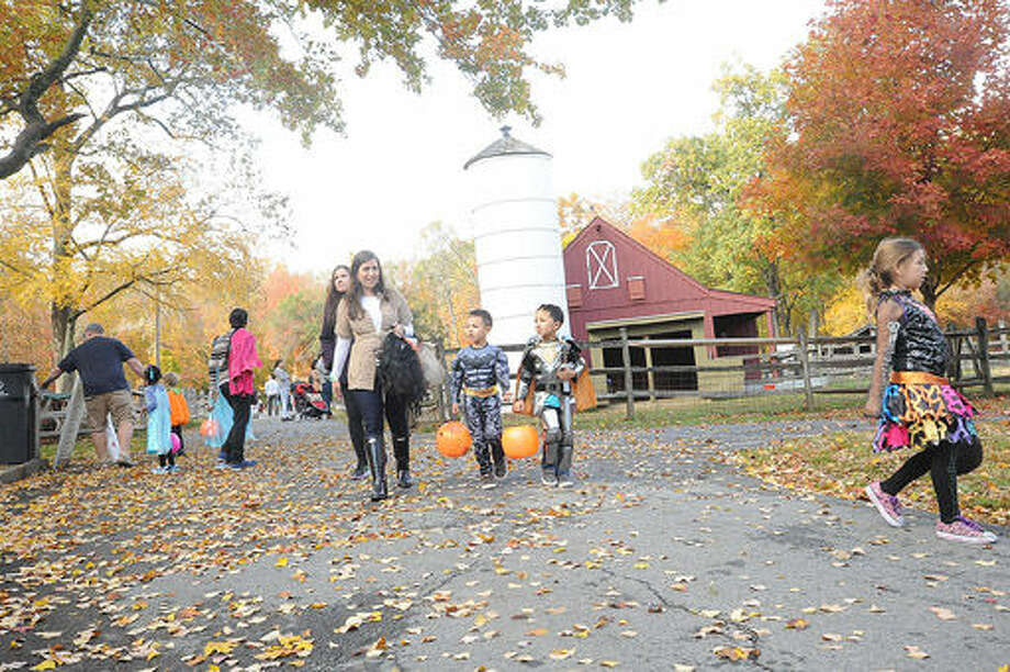 "Kids enjoy the ""Ick Fest"" held at the Stamford Museum and Nature Center. Hour photo Matthew Vinci"