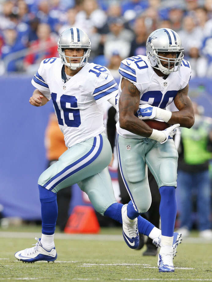 Dallas Cowboys quarterback Matt Cassel (16) hands the ball off to Darren McFadden (20) during the first half of an NFL football game against the New York Giants, Sunday, Oct. 25, 2015, in East Rutherford, N.J. (AP Photo/Kathy Willens)