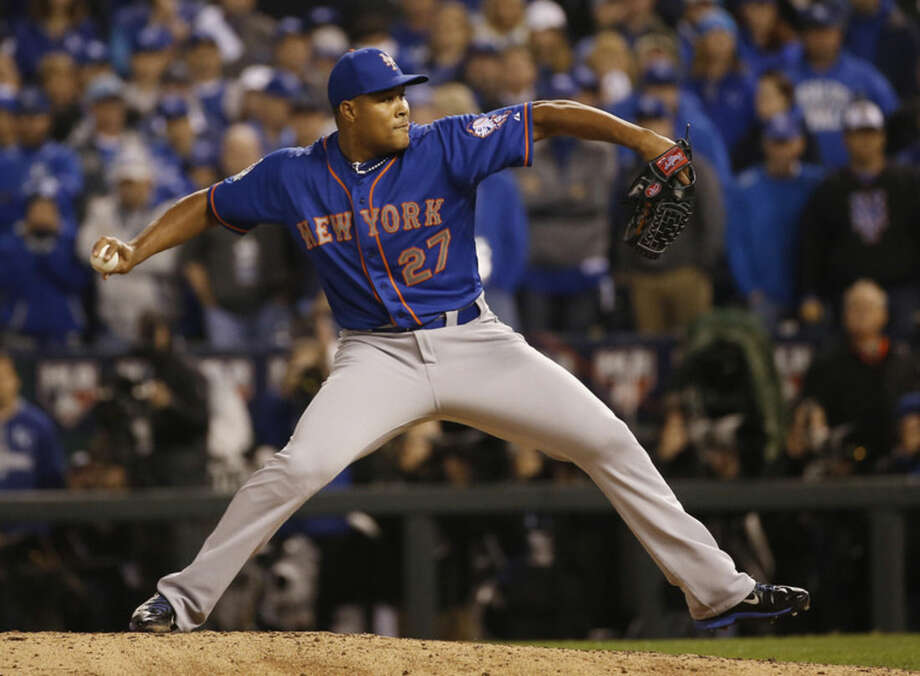 New York Mets pitcher Jeurys Familia throws during the eighth inning of Game 1 of the Major League Baseball World Series against the Kansas City Royals Tuesday, Oct. 27, 2015, in Kansas City, Mo. (AP Photo/Matt Slocum)