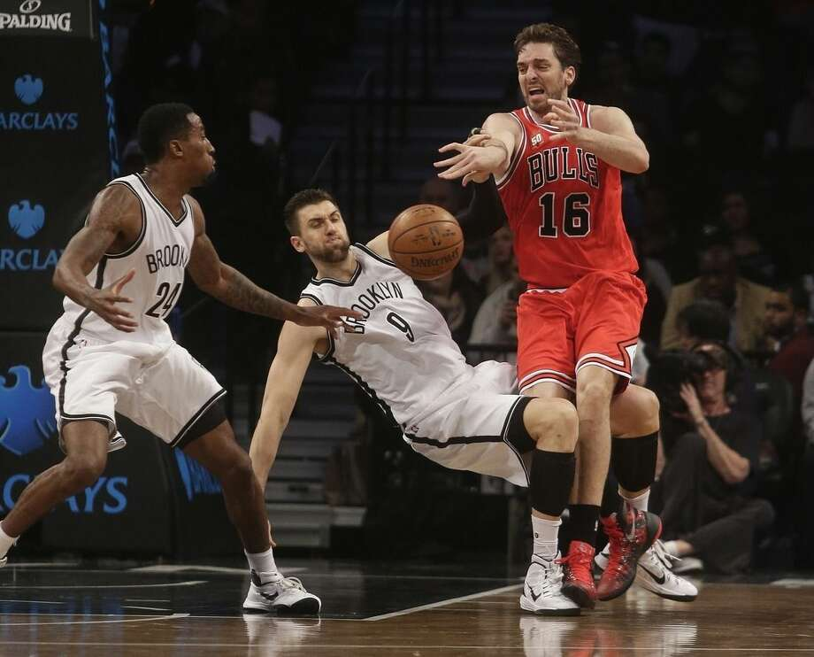 Chicago Bulls' Pau Gasol (16), of Spain, passes away from Brooklyn Nets' Andrea Bargnani (9) and Rondae Hollis-Jefferson (24) during the first half of an NBA basketball game Wednesday, Oct. 28, 2015, in New York. (AP Photo/Frank Franklin II)