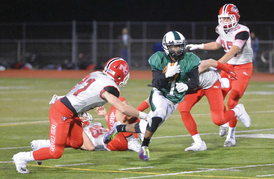 Hour Photo/Alex von Kleydorff Norwalk's #1 Dakari Eason runs vs New Canaan