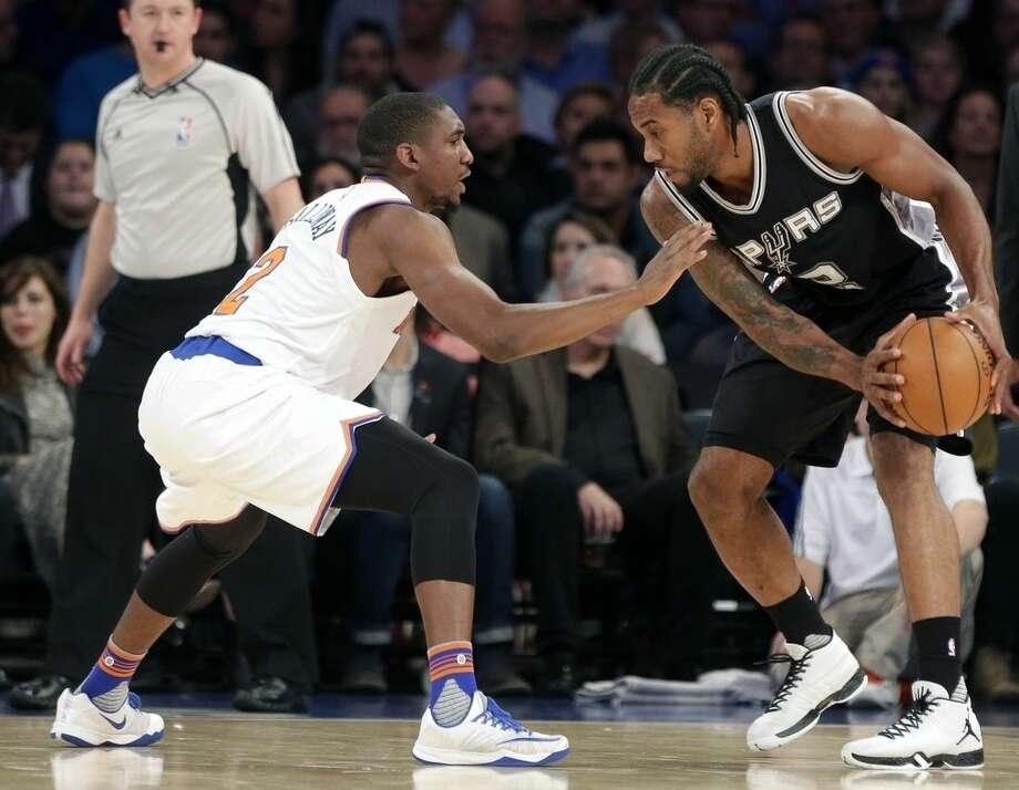 New York Knicks' Langston Galloway, left, defends San Antonio Spurs' Kawhi Leonard (2) during the first half of an NBA basketball game Monday, Nov. 2, 2015, in New York. (AP Photo/Frank Franklin II)