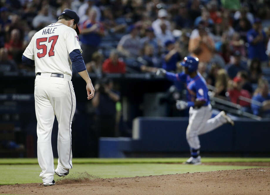 Atlanta Braves pitcher David Hale, left, kicks the dirt after giving up a two-run home run to New York Mets' Dilson Herrera, right, in the second inning of a baseball game, Saturday, Sept. 20, 2014, in Atlanta. (AP Photo/David Goldman)