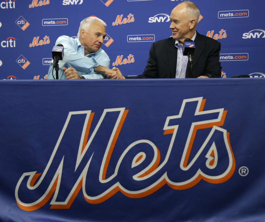 New York Mets general manger Sandy Alderson, right, congratulates manager Terry Collins on the extension of his contract during a news conference in New York, Wednesday, Nov. 4, 2015. (AP Photo/Seth Wenig)