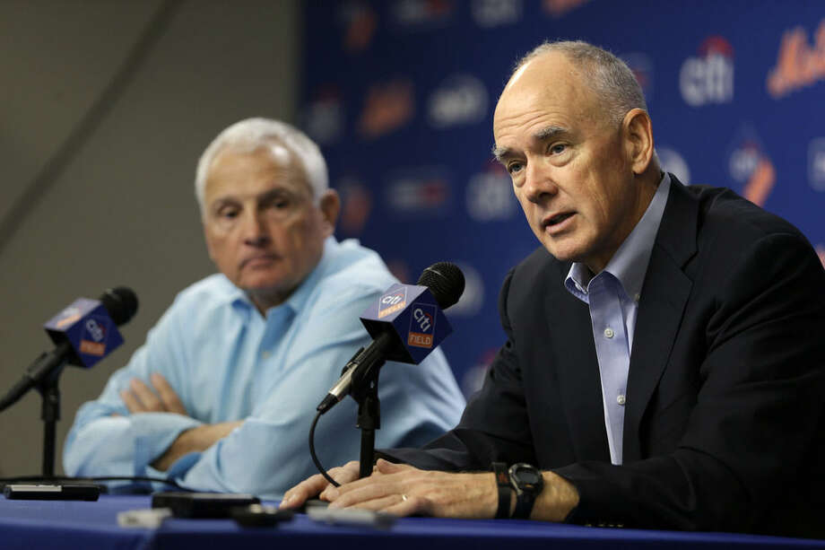 New York Mets general manger Sandy Alderson, right, speaks while manager Terry Collins looks on during a news conference in New York, Wednesday, Nov. 4, 2015. (AP Photo/Seth Wenig)