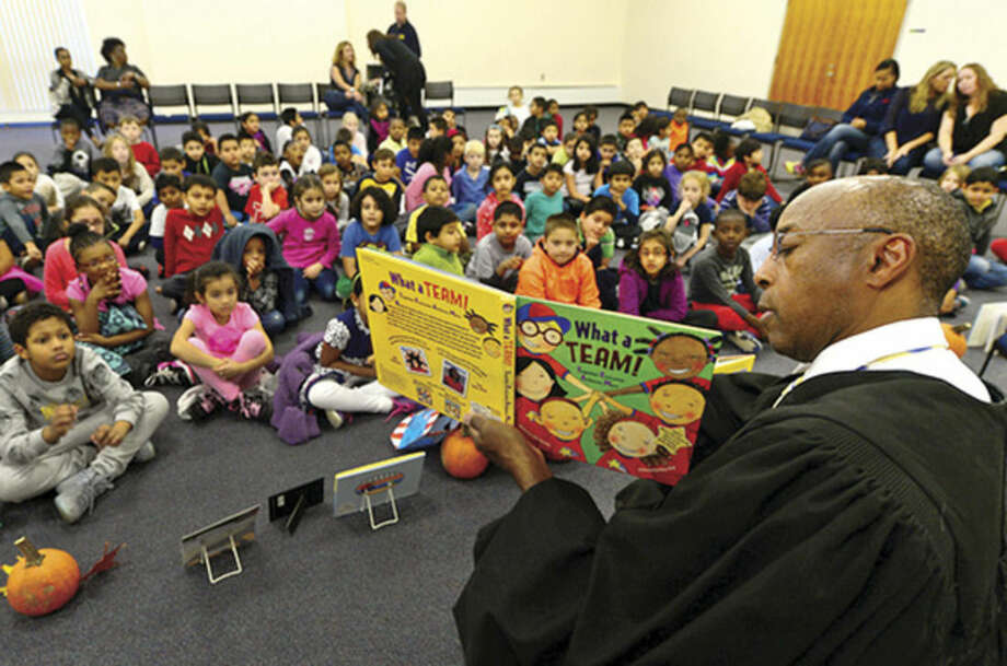 Hour photo/Erik TrautmannUConn Stamford holds its annual Children's Reading event as Judge Gary White of the Stamford Superior Court reads to 100 students from Hart Magnet School Wednesday.