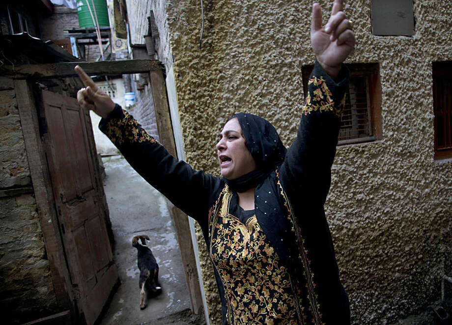 A Kashmiri Muslim woman shouts slogans after Indian police detained separatist People's Political Party (PPP) leader Hilal Ahmad War in Srinagar, Indian controlled Kashmir, Wednesday, Nov. 4, 2015. Indian authorities have detained key separatist leaders and hundreds of their supporters to prevent them from protesting during Prime Minister Narendra Modi's visit to Kashmir this weekend. (AP Photo/Dar Yasin)