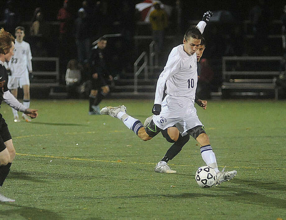 Wilton against Shelton on Tuesday night. Hour photo/Matthew Vinci