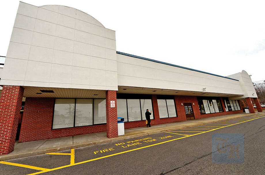 Hour photo / Erik Trautmann Liquor Stores N.A. Ltd, based in Canada, released a statement on their website Thursday stating they plan to open a 20,000-square-foot store at the former Barnes and Noble site at 360 Connecticut Ave.