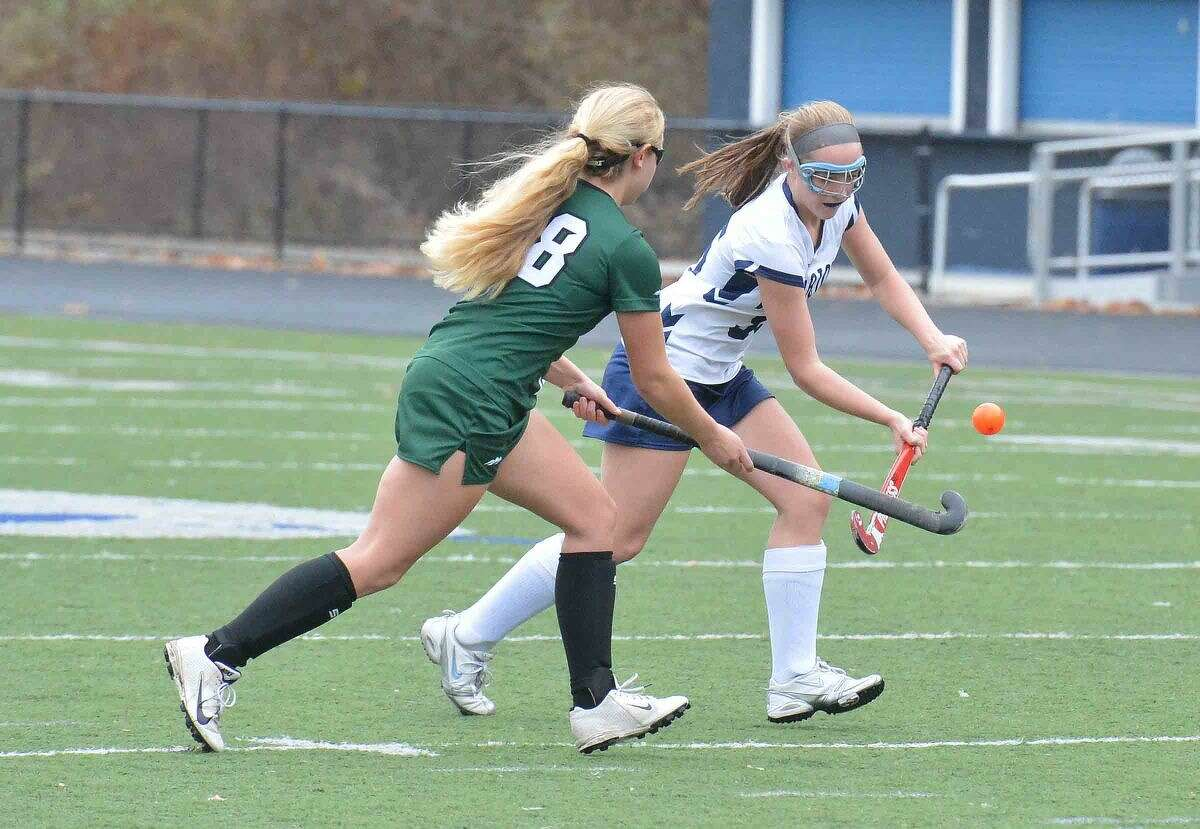 Hour Photo/Alex von Kleydorff Wiltons #35 Molly Ward vs New Milford